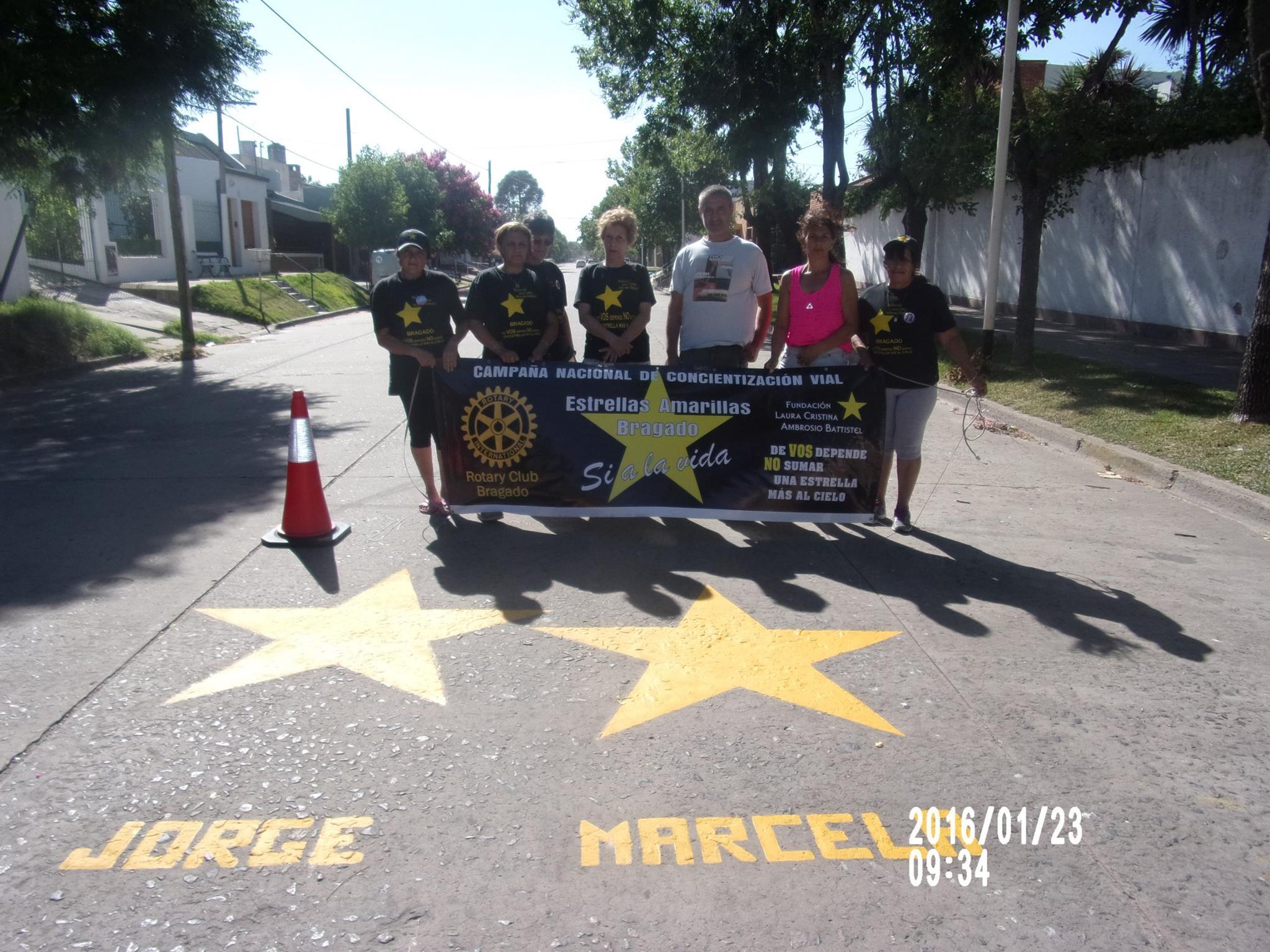El 23 de enero el grupo de Estrellas Amarillas Bragado repinto las estrellas de : JORGE LIZARRAGA Y SU SRA. MARCELA y la estrella de la sra. MARTA PETTIGNANI en compania de familiares.